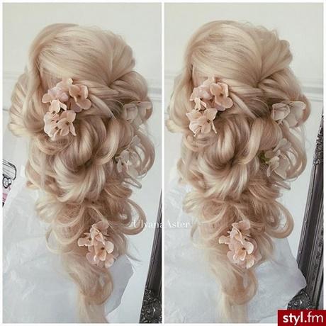 Fryzury ślubne Długie Włosy 2018