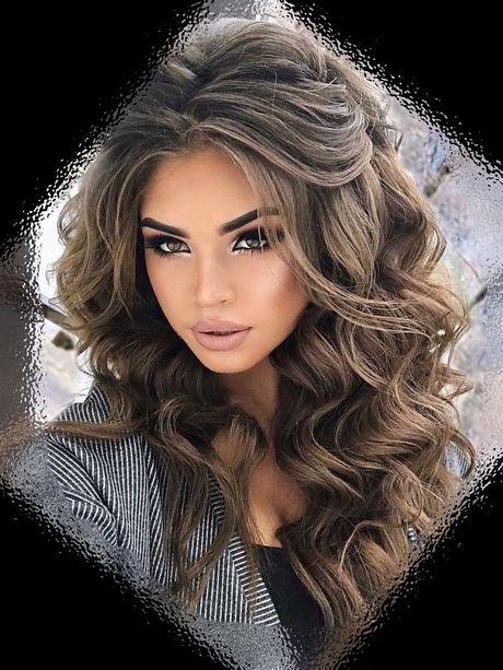 Fryzury 2019 Włosy Kręcone