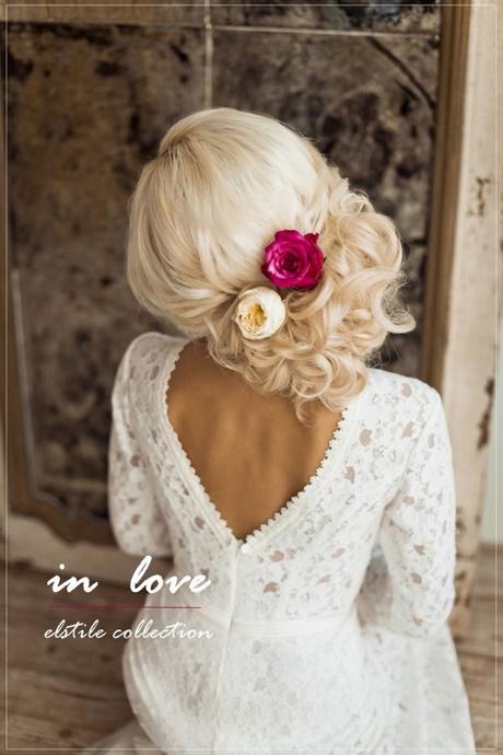 Fryzura ślubna Z Kwiatem