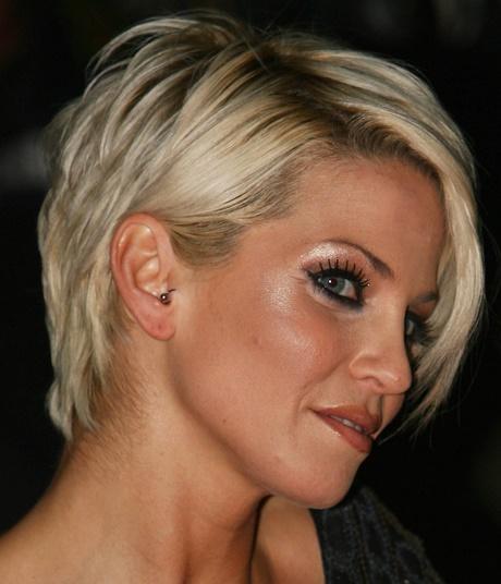 Fryzury Damskie średnie Włosy Z Grzywką