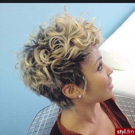 Modne Fryzury Włosy Półdługie Kręcone